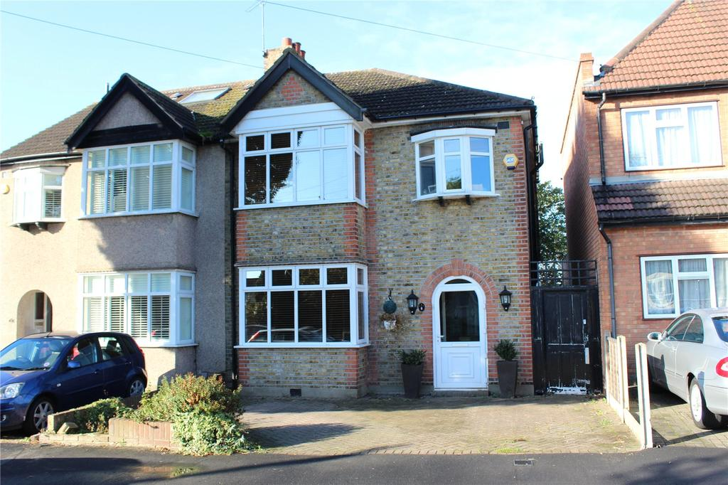 3 Bedrooms Semi Detached House for sale in Vicarage Road, Hornchurch, RM12