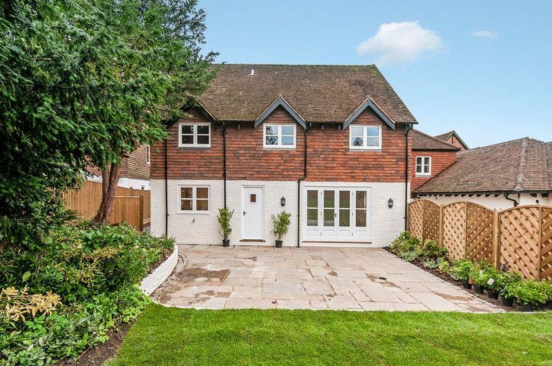 3 Bedrooms Semi Detached House for sale in Stane Street, Dorking