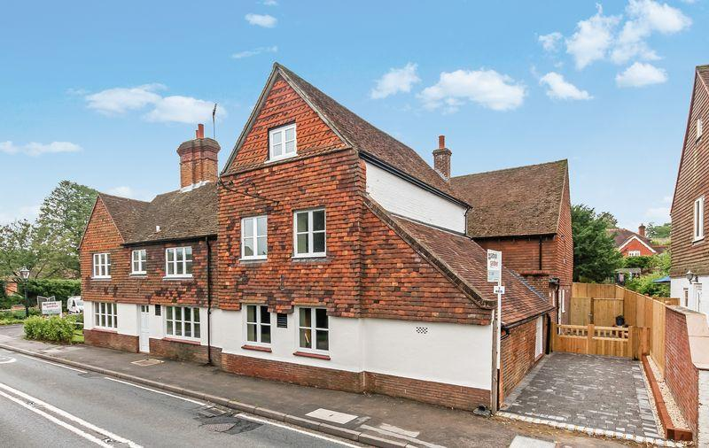 6 Bedrooms Semi Detached House for sale in OCKLEY