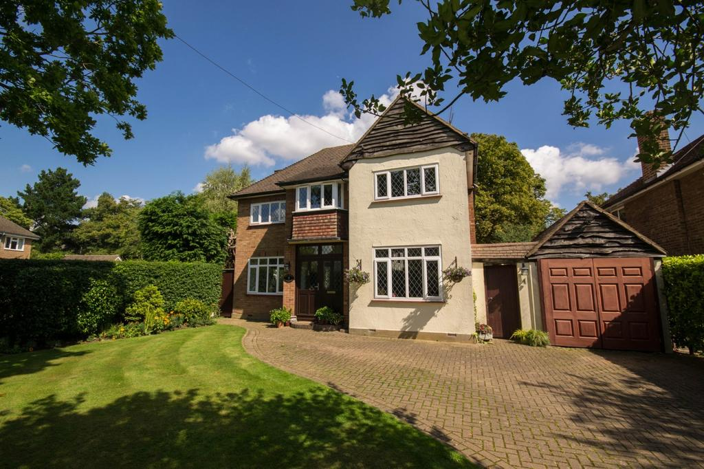 3 Bedrooms Detached House for sale in Heronway, Hutton Mount, Brentwood, Essex, CM13