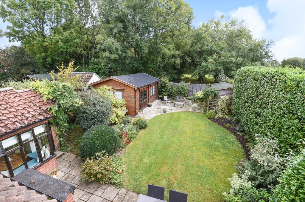3 Bedrooms Semi Detached House for sale in Durrants Road, Rowlands Castle, PO9