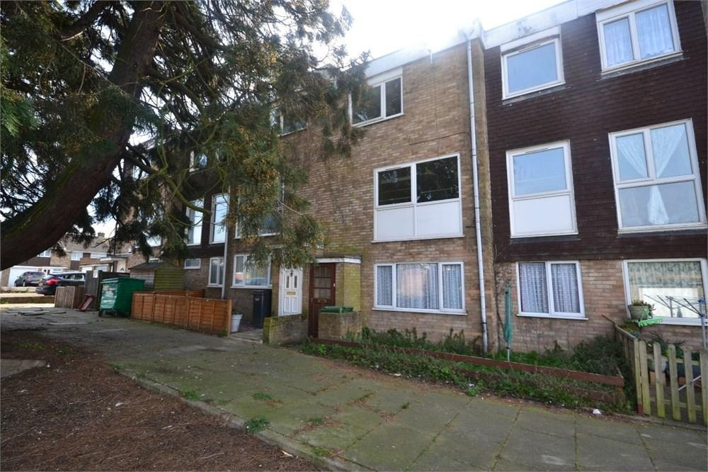 2 Bedrooms Maisonette Flat for sale in Boyce Road, Stanford-le-Hope, SS17