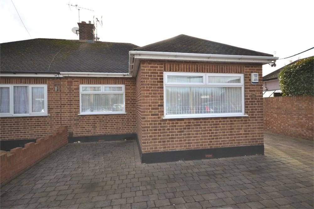 2 Bedrooms Detached Bungalow for sale in London Road, Stanford-le-Hope, SS17
