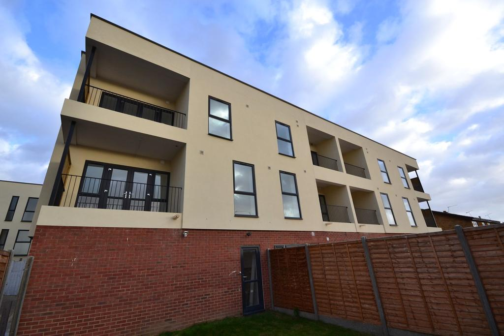 1 Bedroom Apartment Flat for sale in Amber Court, St Johns Way, Corringham, Essex, SS17