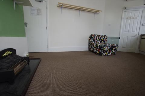 1 bedroom flat to rent - Flat 3, 4 Bradford Road,, Shipley, Bradford BD18