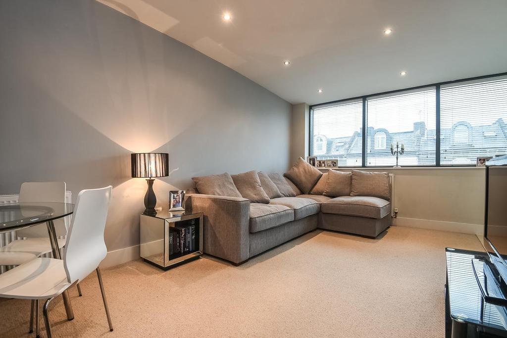 2 Bedrooms Flat for sale in Lee High Road, Lewisham, SE13
