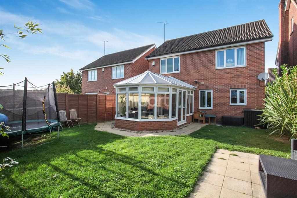 4 Bedrooms Detached House for sale in Bluebell Way