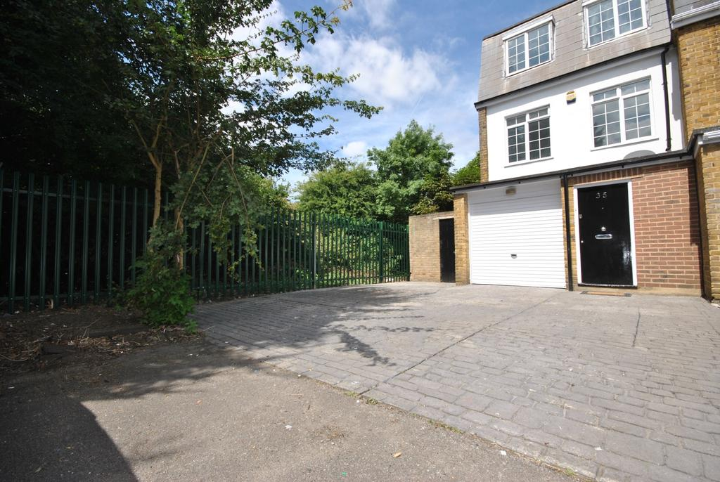 3 Bedrooms Town House for sale in Hoser Avenue Grove Park SE12
