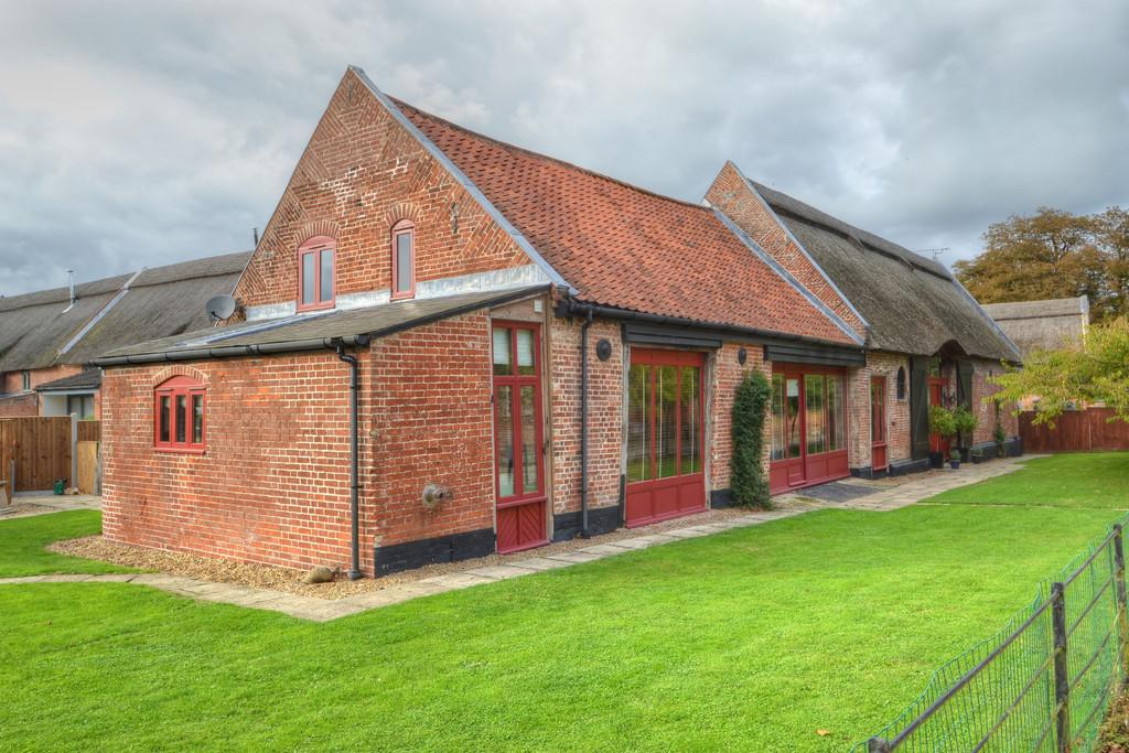 4 Bedrooms Barn Conversion Character Property for sale in Halvergate, near Acle, Norfolk