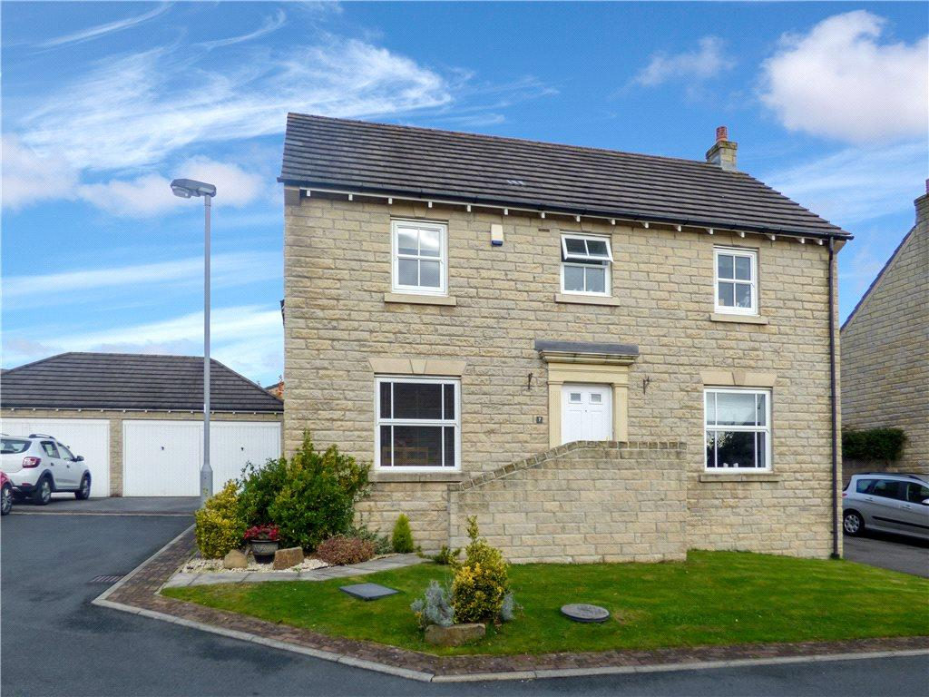 4 Bedrooms Detached House for sale in Bewick Drive, Gilstead, Bingley, West Yorkshire
