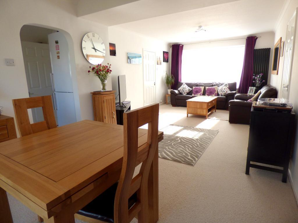 4 Bedrooms Detached House for sale in Lincoln Way, Harlington, Bedfordshire, LU5 6NG
