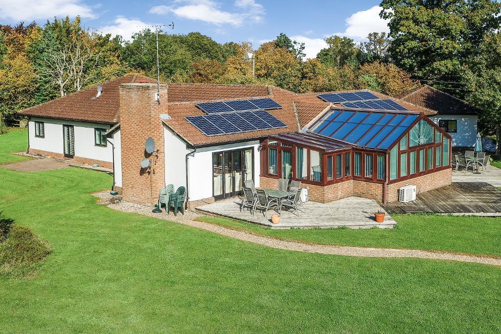 5 Bedrooms Detached House for sale in Pledgdon Green, Henham, CM22 6BN