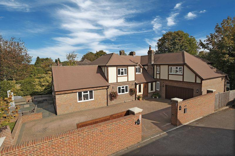 5 Bedrooms Detached House for sale in Ashdown View, Nutley, East Sussex