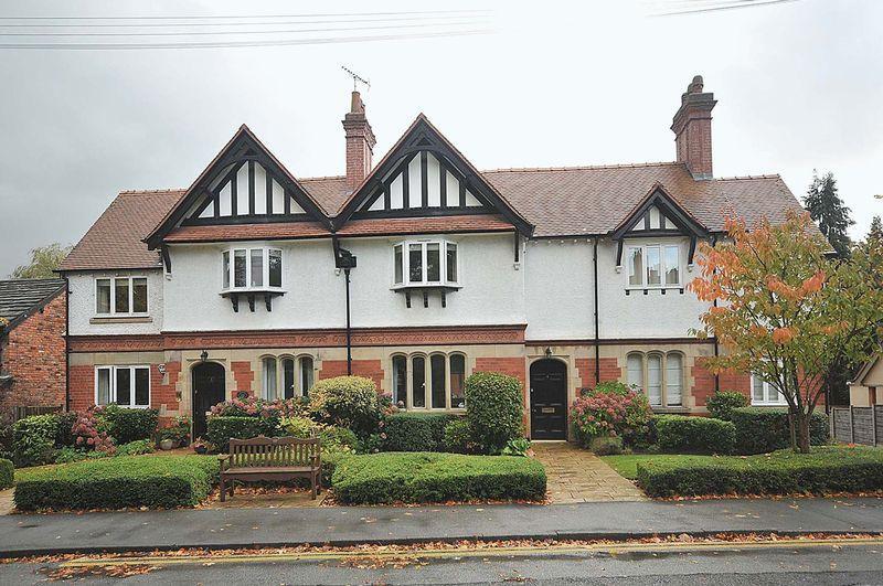 2 Bedrooms Mews House for sale in Heyes Lane, Alderley Edge