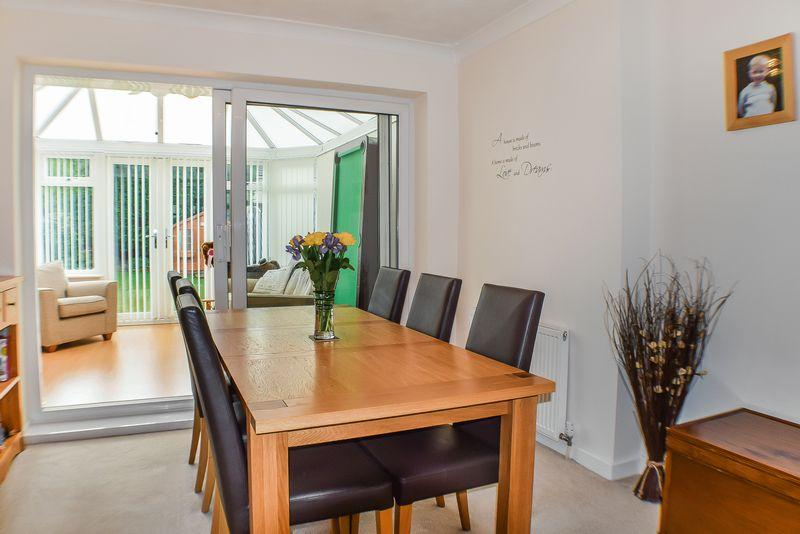 3 Bedrooms Semi Detached House for sale in Plumpton Drive, Bradford