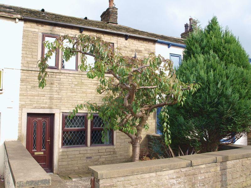 3 Bedrooms Terraced House for sale in Rochdale Road, Firgrove, OL16 3BD