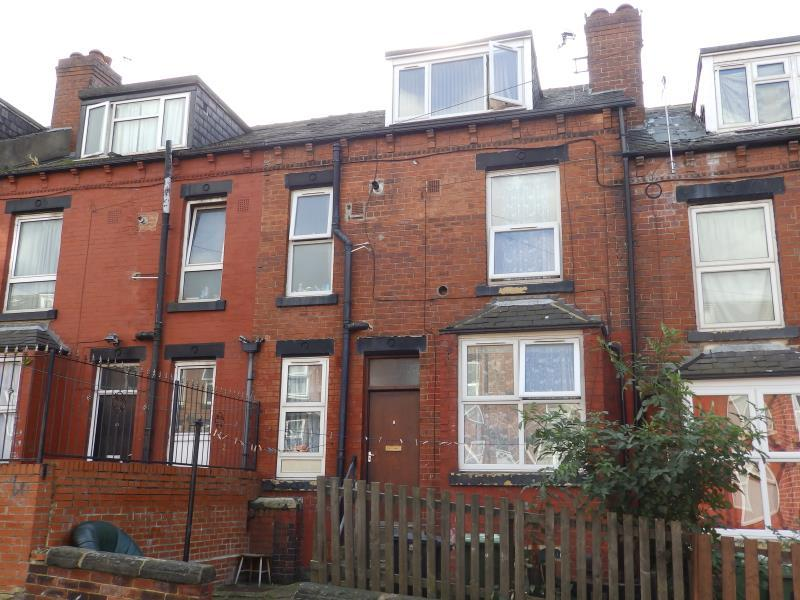 2 Bedrooms Terraced House for sale in CONWAY GROVE, LEEDS, LS8 5HX