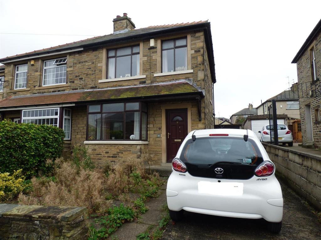 3 Bedrooms Semi Detached House for sale in Low Ash Grove, Shipley, BD18 1JL