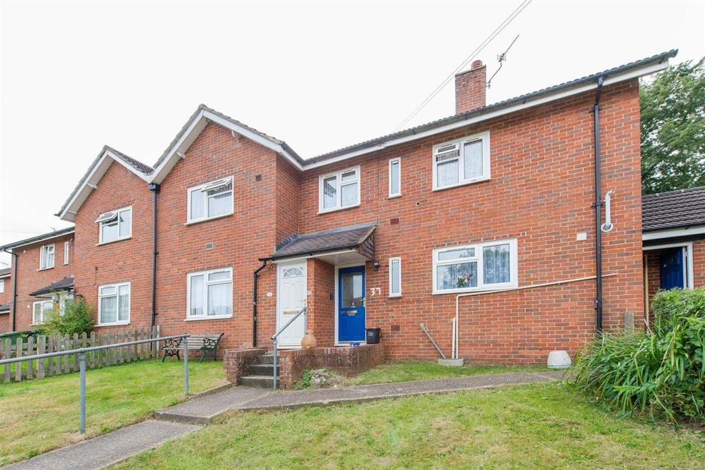 2 Bedrooms Maisonette Flat for sale in Wykeham Grove, Leeds, Maidstone, Kent