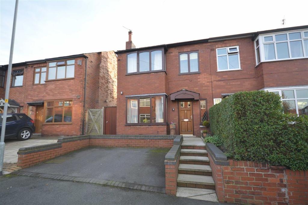 3 Bedrooms Semi Detached House for sale in Rivington Avenue, Wigan, WN1