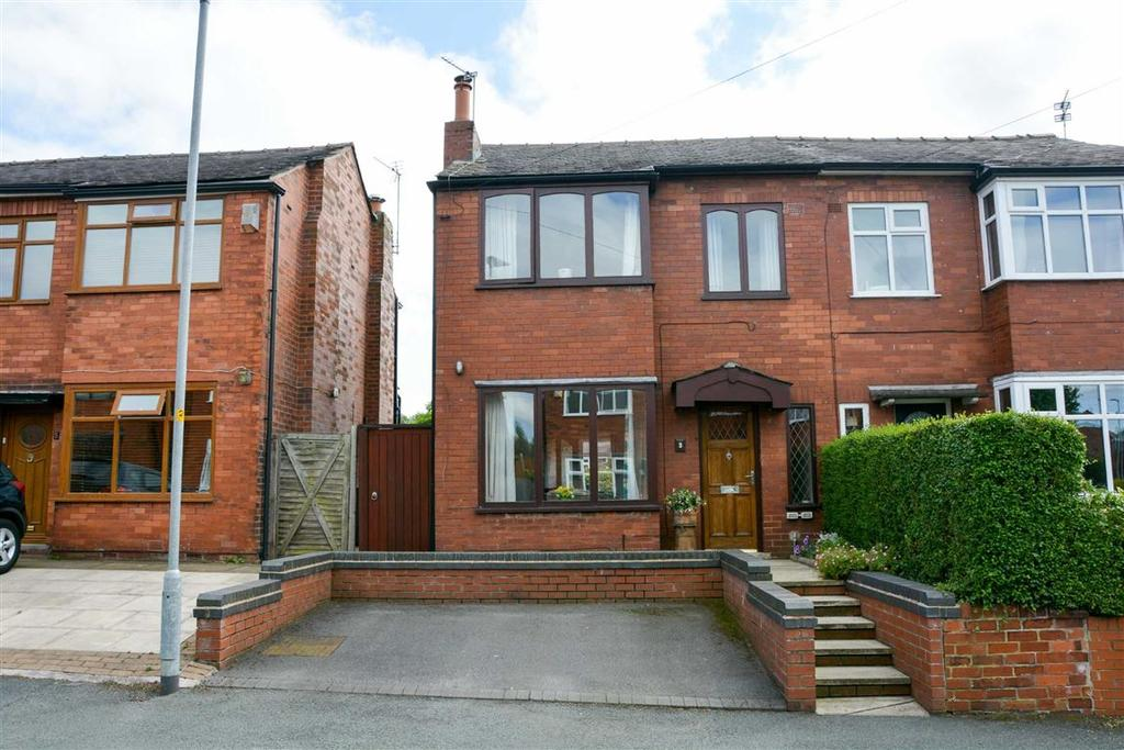 3 Bedrooms Semi Detached House for sale in Rivington Avenue, Swinley, Wigan, WN1