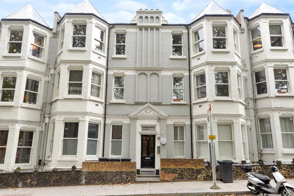 3 Bedrooms Flat for sale in Middle Lane, Crouch End, N8
