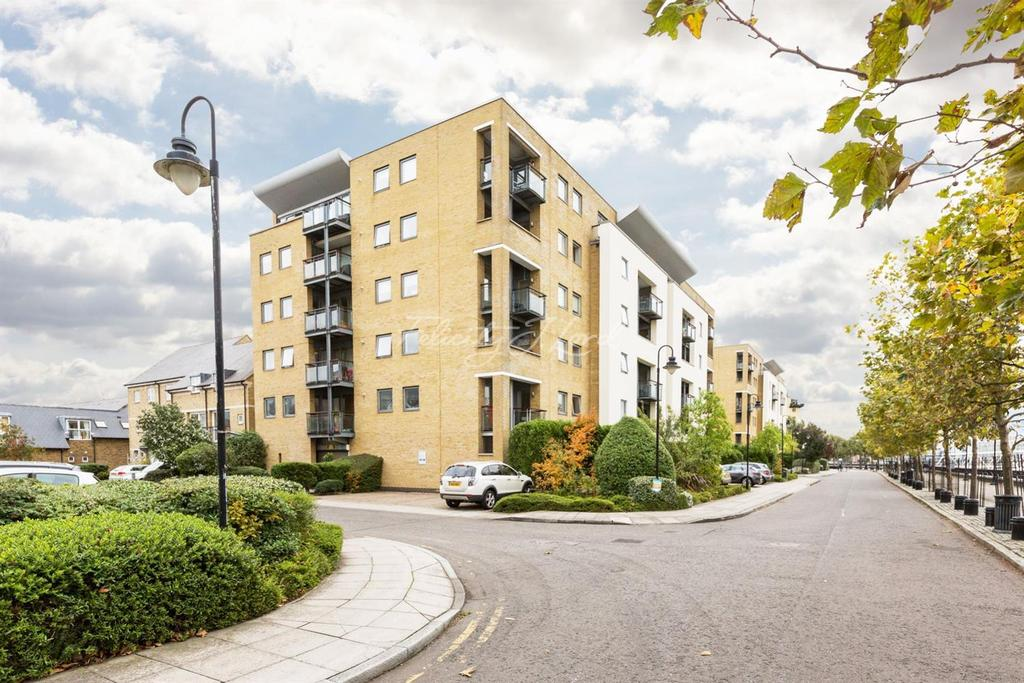 2 Bedrooms Flat for sale in Shackleton Court, Canary Wharf, E14