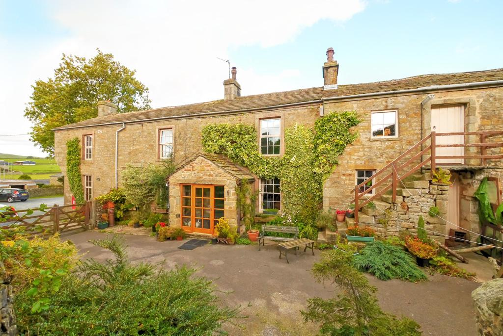 4 Bedrooms Farm House Character Property for sale in The Old Post Office, Rathmell, Settle