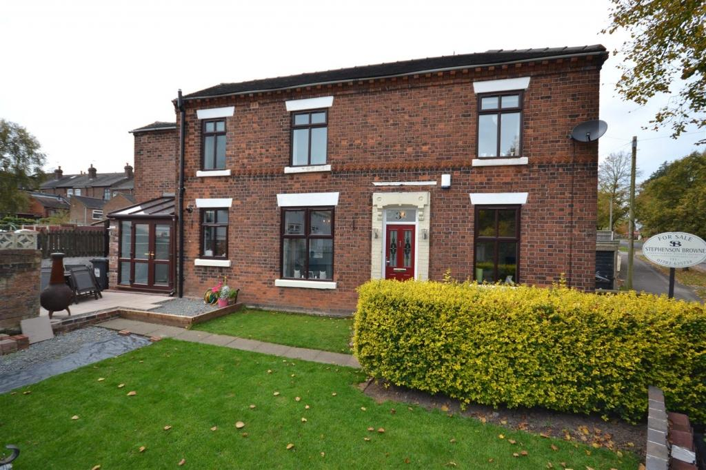 3 Bedrooms Detached House for sale in Bradwell Lane, Newcastle