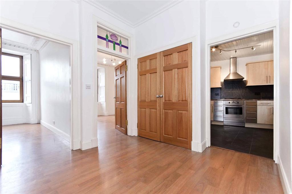 3 Bedrooms Flat for sale in Flat 2, 33 Main Street, Bridgend, Perth, PH2