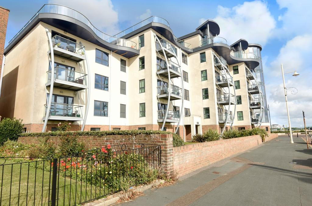 3 Bedrooms Flat for sale in Compass Point, The Esplanade, Bognor Regis, PO21