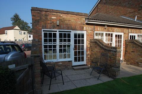 Studio to rent - Acacia House, Chiltern Hill, Chalfont St. Peter, SL9