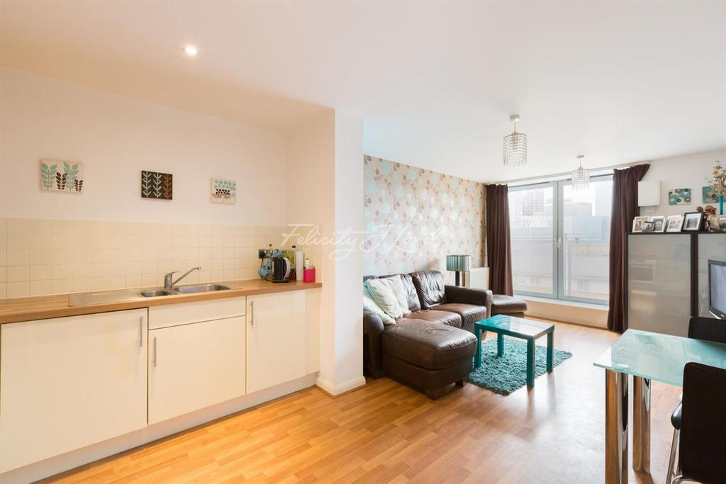 2 Bedrooms Flat for sale in Explorers Court, Canary Wharf, E14