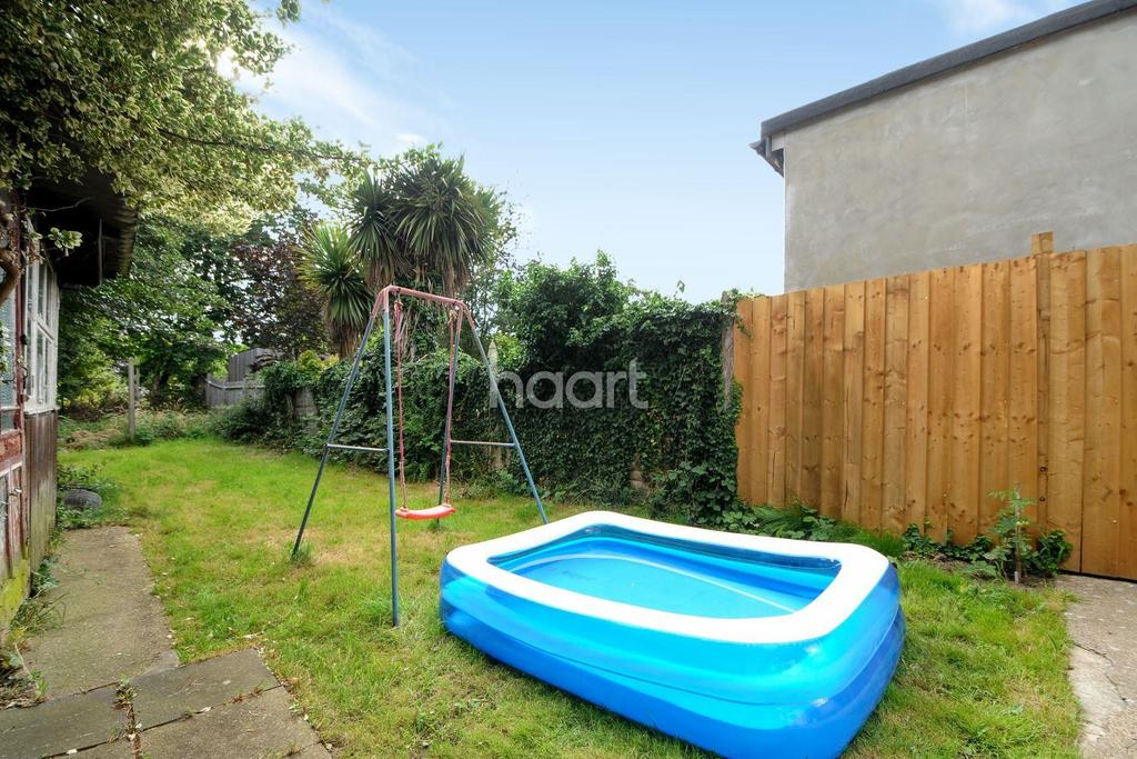 3 Bedrooms Semi Detached House for sale in Lyncroft Gardens