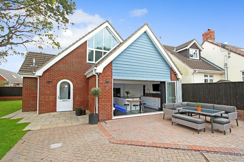 4 Bedrooms Detached Bungalow for sale in MUDEFORD