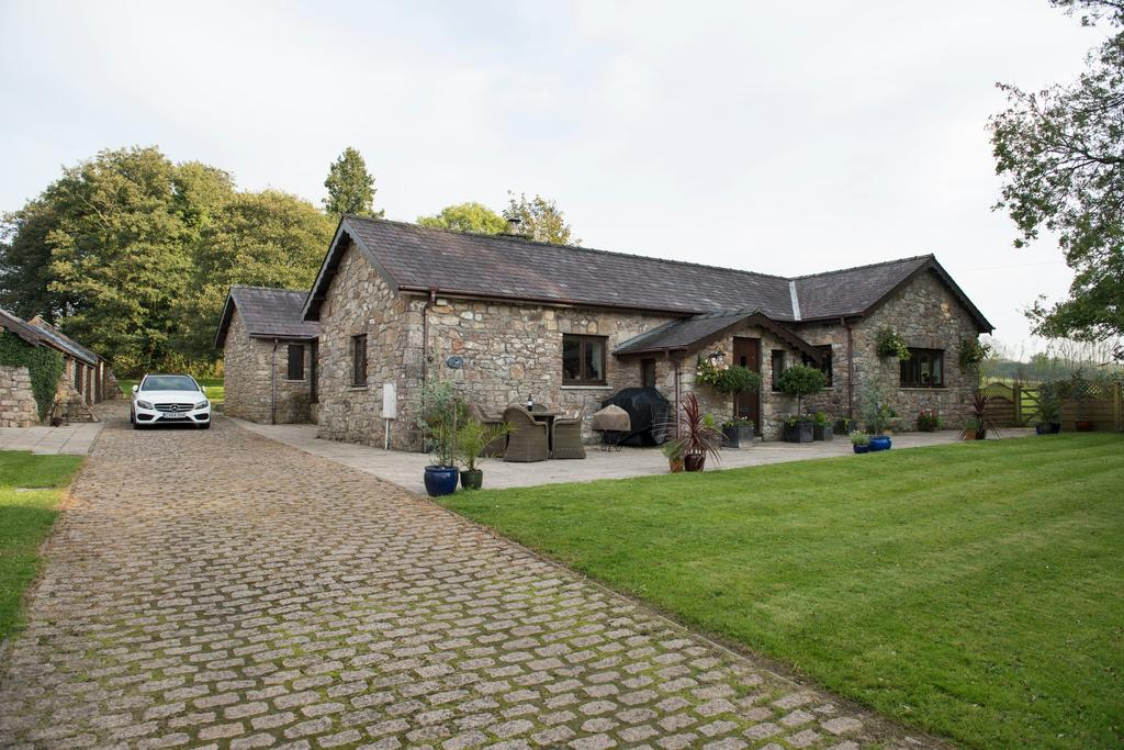 4 Bedrooms Barn Conversion Character Property for sale in The Forge, Fairyhill