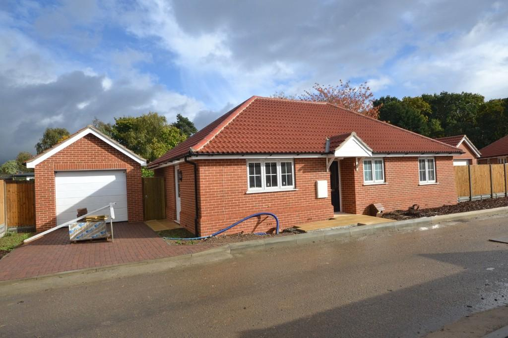 3 Bedrooms Detached Bungalow for sale in Ipswich Road, Colchester