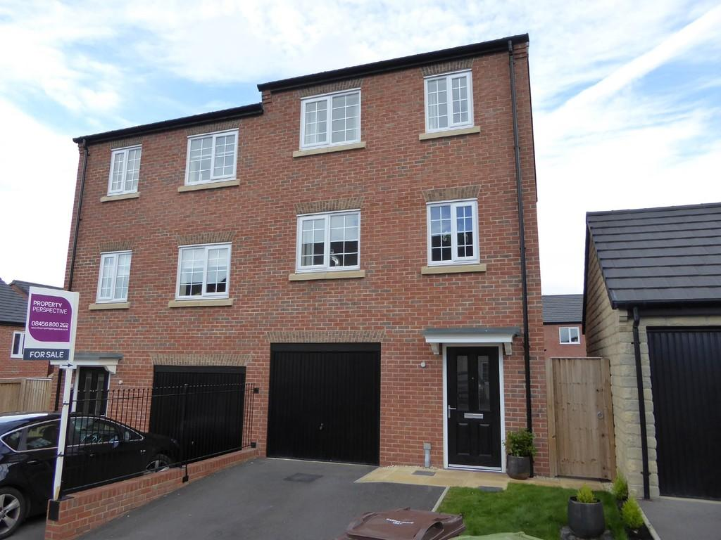4 Bedrooms Semi Detached House for sale in Calder Way, Crigglestone