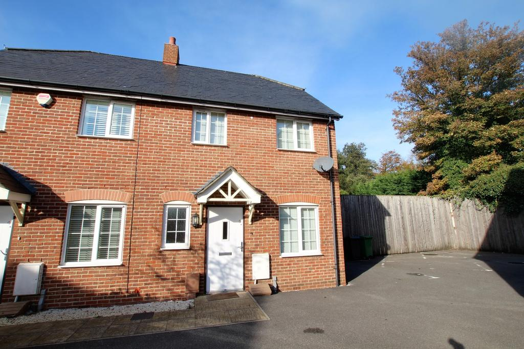 2 Bedrooms Semi Detached House for sale in HORNDEAN