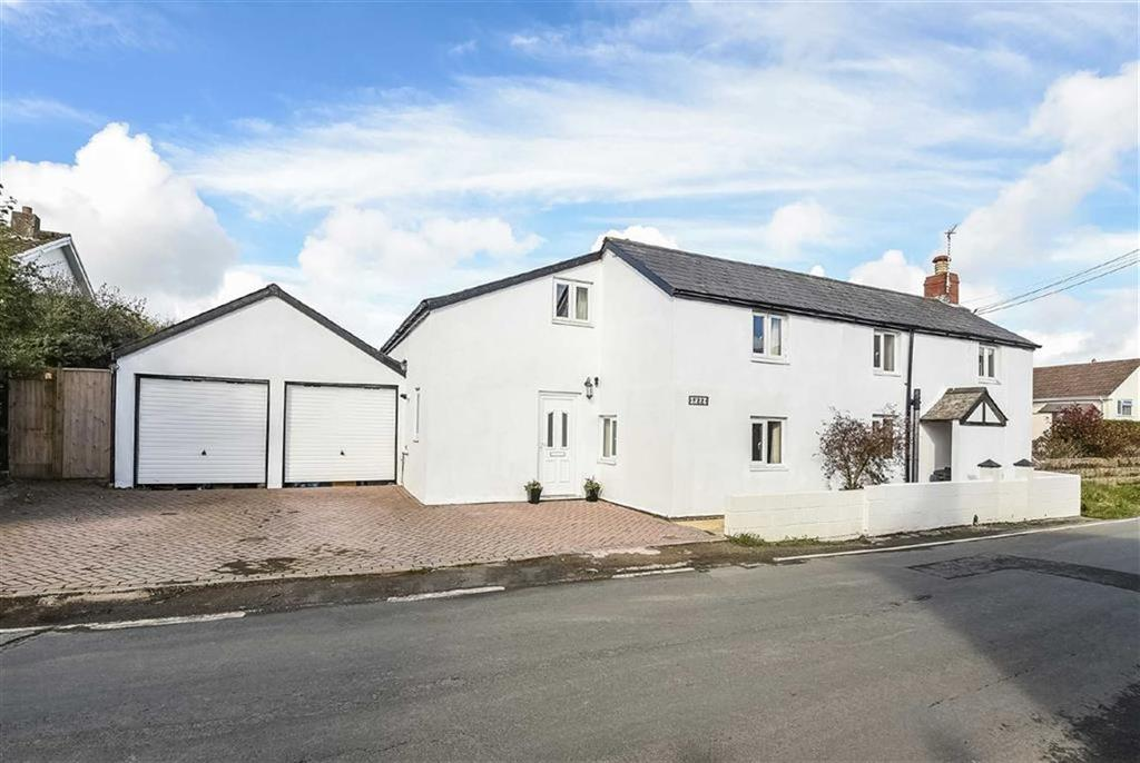 4 Bedrooms Detached House for sale in Fore Street, Langtree, Torrington, Devon, EX38
