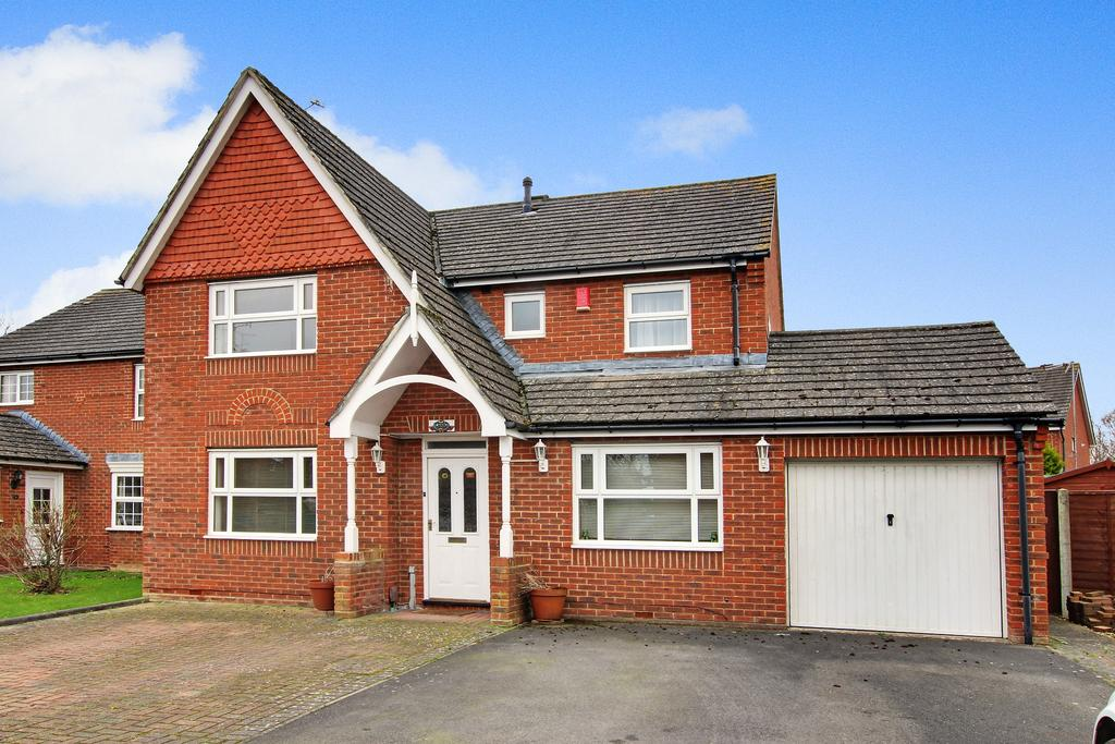 4 Bedrooms Detached House for sale in ROMAN GREEN, DENMEAD