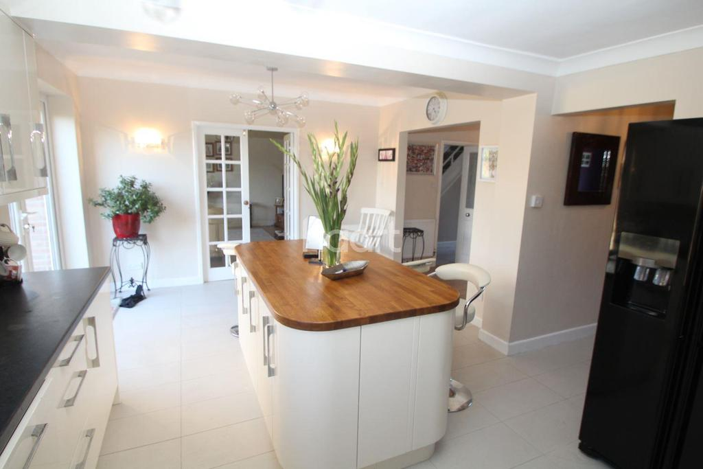 4 Bedrooms Detached House for sale in Springfield Close, Loughborough