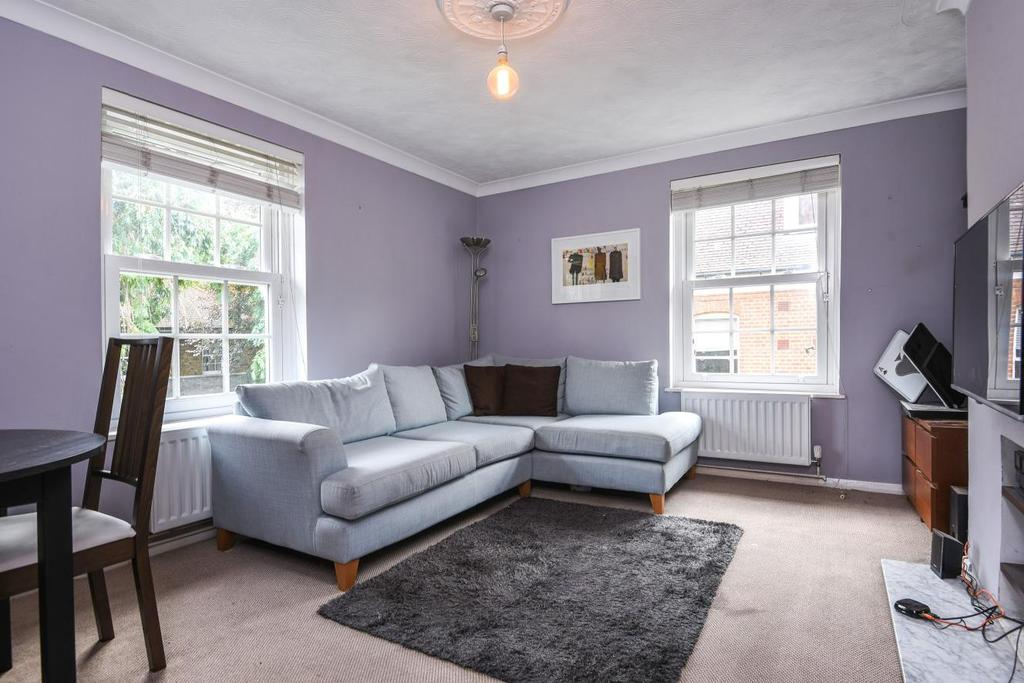 2 Bedrooms Flat for sale in Kidbrooke Grove, Blackheath, SE3
