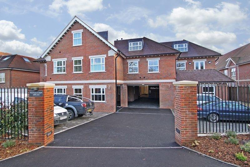 2 Bedrooms Apartment Flat for rent in Manor Road, Chigwell IG7