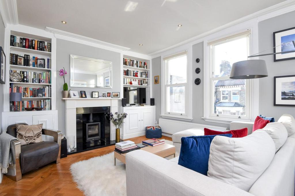 2 Bedrooms Flat for sale in Strathblaine Road, Battersea