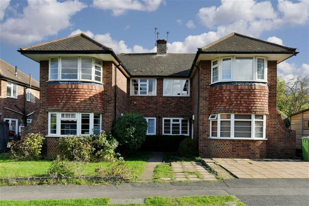 2 Bedrooms Maisonette Flat for sale in Welbeck Close, Ewell Village, Surrey