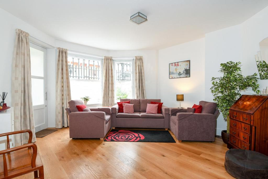 2 Bedrooms Flat for sale in Holland Park Gardens, Holland Park, W14
