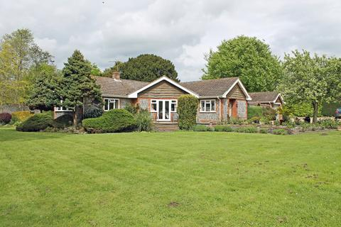 3 bedroom detached bungalow to rent - Field Dalling Road, Saxlingham NR25