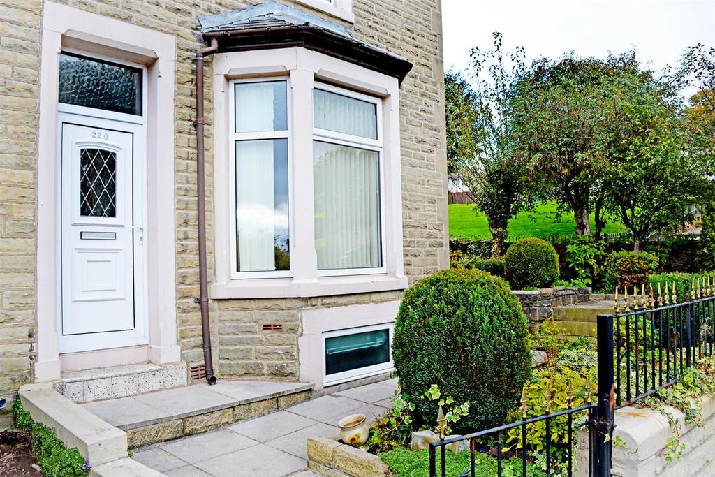 3 Bedrooms Terraced House for sale in Brunshaw Road, Burnley