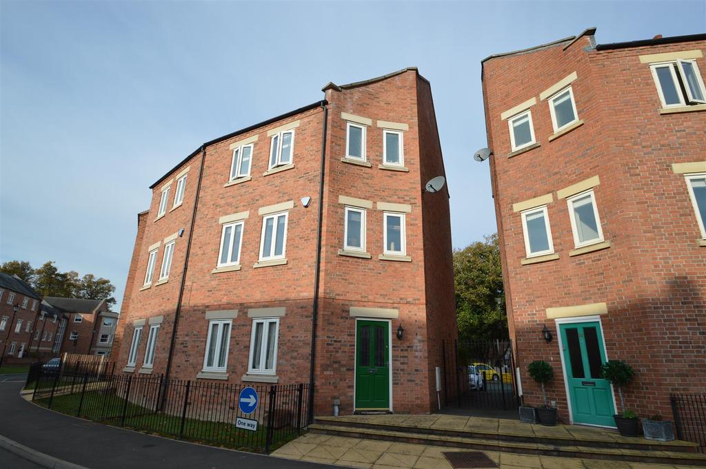 4 Bedrooms Terraced House for sale in 16 St. Julians Crescent, Shrewsbury SY1 1UD